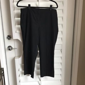 New York Capris Pant with hardware accent